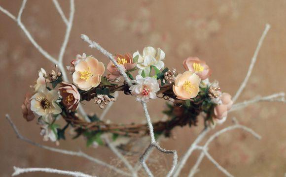 Sztuczne kwiaty - czy to dobra opcja na ubarwienie własnego mieszkania?